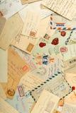 Letras e envelopes velhos fotografia de stock royalty free