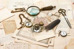 Letras e mapas velhos, pena da tinta do vintage Fotografia de Stock Royalty Free