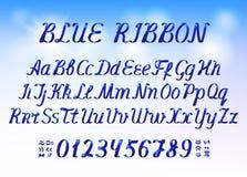 Letras e números do alfabeto da fita azul na luz - fundo azul ilustração do vetor