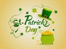 Letras elegantes del día de St Patrick feliz con el pote de la moneda y el sombrero tradicionales del duende stock de ilustración