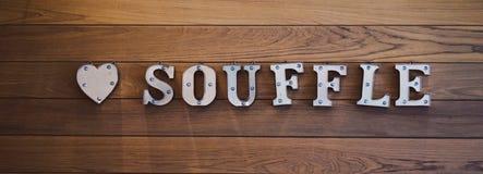 Letras en la pared Decoración interior de la letra escrita como soplo con mayúsculas Bandera larga para la página web imágenes de archivo libres de regalías