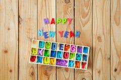 Letras inglesas coloridas nas caixas de madeira para o wordin da decoração Imagem de Stock Royalty Free