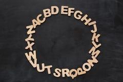 Letras inglesas de madera en fondo negro Imágenes de archivo libres de regalías