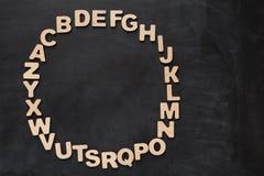 Letras inglesas de madera en fondo negro Foto de archivo libre de regalías