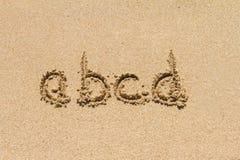 Letras minúsculas del alfabeto en la arena Fotografía de archivo libre de regalías