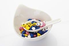 Letras na colher na bacia de sopa que forma o sucesso da palavra Imagens de Stock