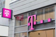letras T-móveis em uma fachada em Amsterdão Fotografia de Stock