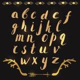 Letras tiradas mão do alfabeto no ouro ilustração royalty free
