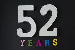 Letras y números-cincuenta-dos en un fondo negro Foto de archivo