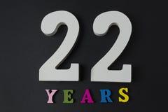 Letras y números veintidós en un fondo negro Imagen de archivo