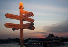 Letreiro com os destinos do turista de Banguecoque imagem de stock royalty free