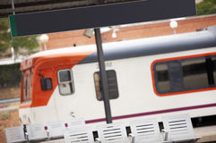 Letreiro da cobertura da estação de comboio imagem de stock