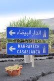 Letreiro que conduz a C4marraquexe e a Casablanca fotografia de stock royalty free