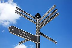 Letreiro retro da rua de Londres Fotos de Stock Royalty Free