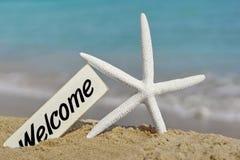 Letrero agradable en la playa del mar Imagenes de archivo