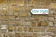Letrero de la dirección en la pared de piedra vieja Foto de archivo libre de regalías