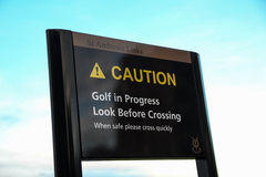 Letrero de la precaución en St Andrews Golf Course Scotland imagen de archivo
