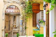 Letrero de la publicidad en la calle turística Rethymno Fotografía de archivo libre de regalías