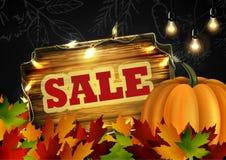 Letrero de madera de la venta del otoño Fotos de archivo libres de regalías
