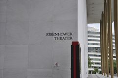 Letrero del teatro de Eisenhower en Kennedy Center Memorial de Washington District de Columbia los E.E.U.U. imágenes de archivo libres de regalías