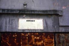 Letrero en el edificio viejo Foto de archivo libre de regalías
