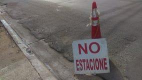 Letrero Geen estacione - Geen parkeren Spaans teken Royalty-vrije Stock Fotografie