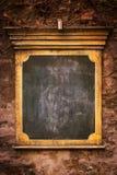 Letrero grunchy viejo en una pared Foto de archivo