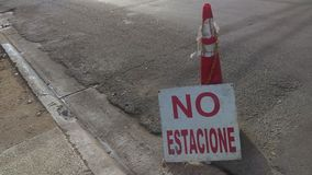 Letrero ingen estacione - ingen parkeringsspanjor undertecknar Royaltyfri Fotografi