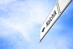Letrero que señala hacia Nalchik imágenes de archivo libres de regalías