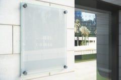 Letrero vidrioso en blanco en la pared al aire libre Imagen de archivo libre de regalías