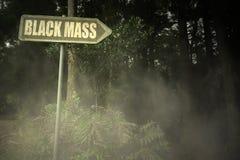 Letrero viejo con la masa del negro del texto cerca del bosque siniestro Fotografía de archivo libre de regalías
