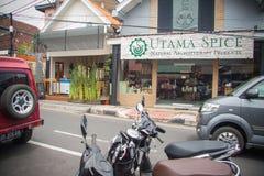 Letreros peculiares en las calles comerciales de Ubud Foto de archivo