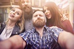 Lets tun einige lustige Gesichter für Foto Lizenzfreie Stockfotografie