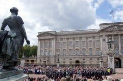 Letten die van toeristen de wacht Londo verandert Royalty-vrije Stock Afbeelding