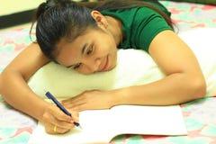 letter kvinnawriting royaltyfri fotografi