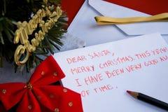 Lettera cara della Santa scritta da un bambino per natale Fotografie Stock