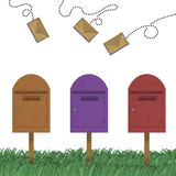 Lettera che vola sopra della casella postale Fotografie Stock Libere da Diritti