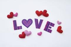Lettera di amore da plasticine Vista da sopra Priorità bassa bianca Un cuore Sorgente fotografia stock