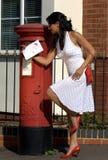 Lettera di amore di invio della donna fotografia stock libera da diritti