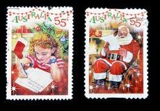 Lettera di scrittura della ragazza al Babbo Natale ed al Babbo Natale Fotografia Stock