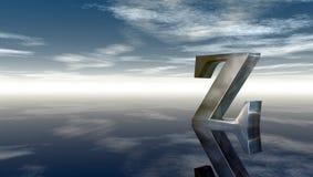 Lettera maiuscola z del metallo sotto il cielo nuvoloso Fotografia Stock Libera da Diritti