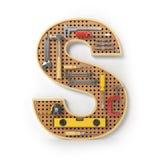 Lettera S Alfabeto dagli strumenti sul pegboard del metallo isolati Immagine Stock