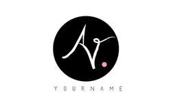 Lettera scritta a mano Logo Design della spazzola di avoirdupois con il cerchio nero illustrazione di stock