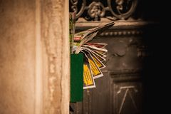 Letterbox充分阻塞了与邮寄宣传品 免版税库存图片