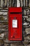 红色英国letterbox 免版税库存照片
