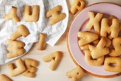 Lettere del biscotto sulla tavola di legno Fotografie Stock