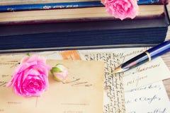 Lettere della penna e dell'oggetto d'antiquariato di spoletta Immagine Stock