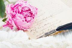 Lettere della penna e dell'oggetto d'antiquariato di spoletta Fotografie Stock
