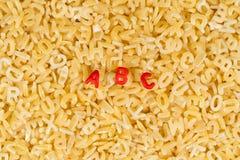 Lettere di ABC compitate con la pasta di alfabeto fotografia stock