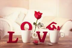 Lettere di amore rosse per il giorno di biglietti di S. Valentino Fotografie Stock Libere da Diritti